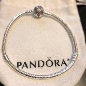 Pandora snowflake ❄️ bracelet sz 7.5 like new ❤️